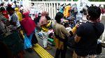 Belanja Lebaran di Pasar Tanah Abang Juga Ramai