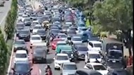 Video Antrean Kendaraan Mengular di Jalan Gatot Subroto Jakarta