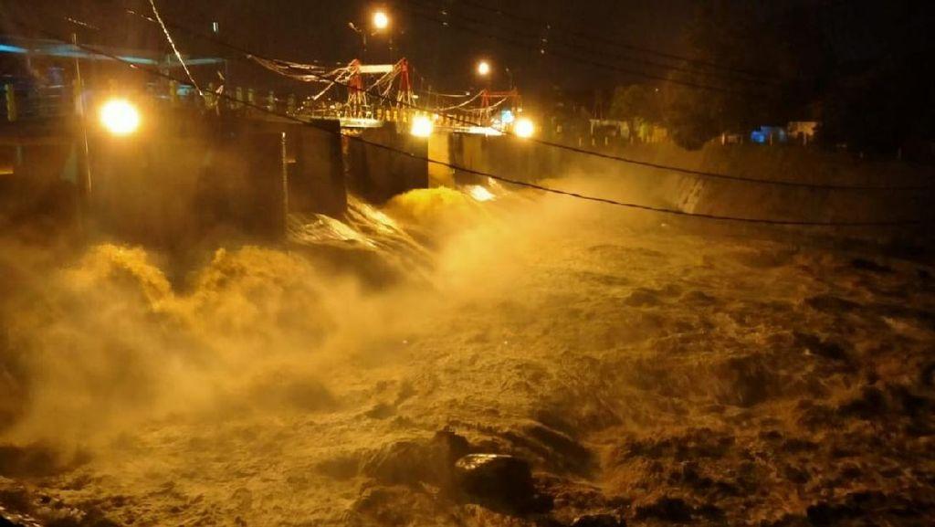 Katulampa Capai 250 Cm, Petugas Terbitkan Peringatan Dini Banjir