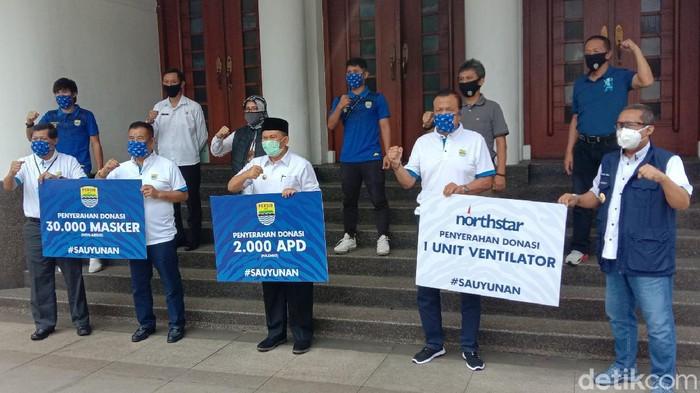 Penyerahan bantuan dari PT PBB ke Pemkot Bandung