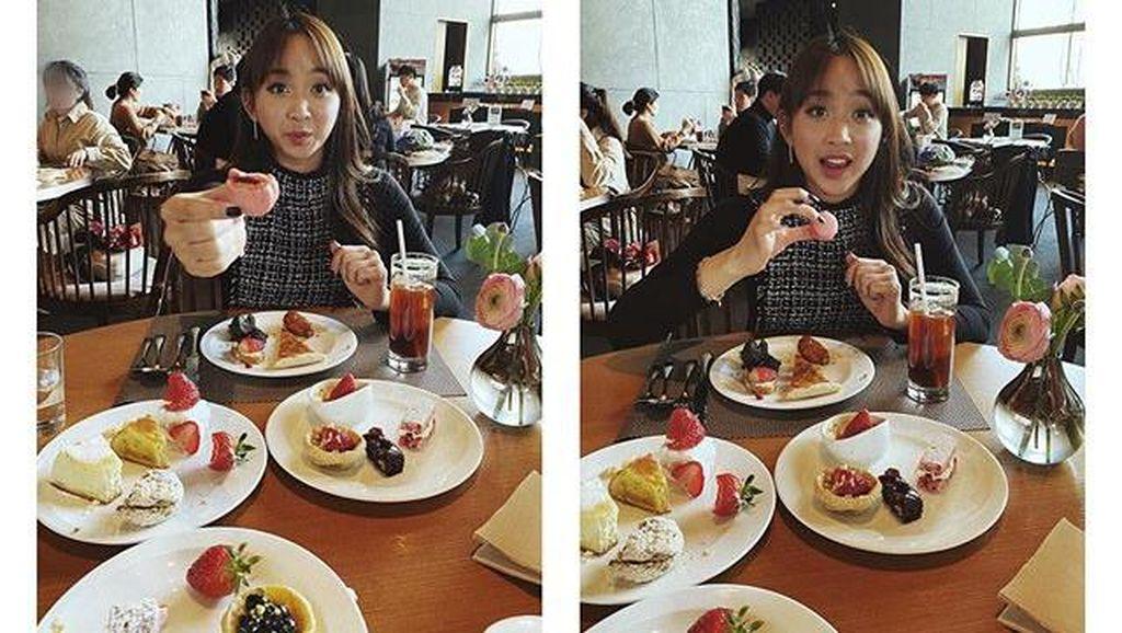 Gaya Asyik Kulineran Dita Karang, Idol Kpop Pertama Dari Indonesia