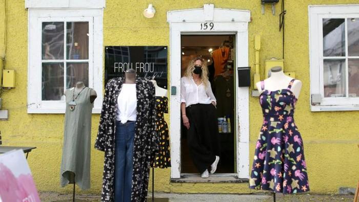 Toko-toko di Kanada mulai dibuka kembali pasca lockdown 2 bulan (AFP)