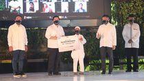 Erick Thohir Bagikan Paket Bantuan Telkom ke Warga Terdampak Corona