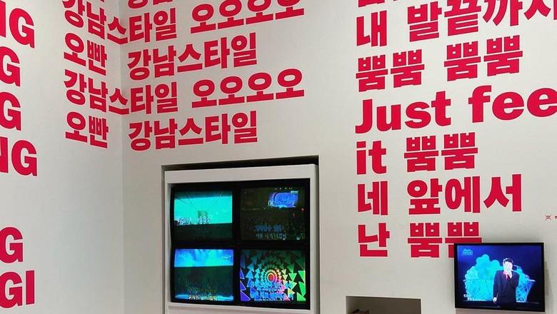 Lihat Uniknya Lirik Lagu BTS, SHINee, hingga PSY Dipamerkan di Museum Ini