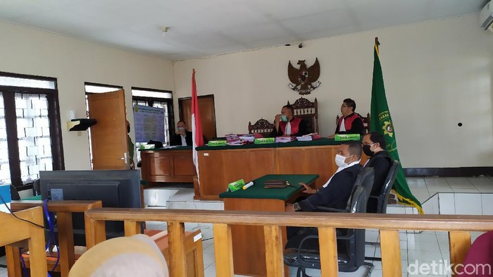Sidang putusan lima mahasiswa terdakwa kasus terbakar-meninggalnya polisi di Cianjur ditunda hingga 28 Mei 2020