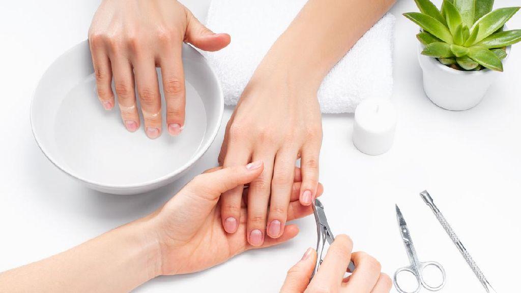 Duh, Wanita Positif Corona Nekat ke Salon Demi Perawatan Kuku