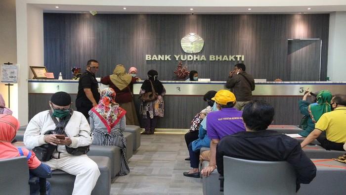 Aktivitas perbankan Bank Yudha Bhakti.