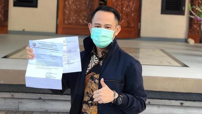 Wali Kota Palangka Raya Fairid Naparin menunjukkan hasil tes swab negatif Corona.