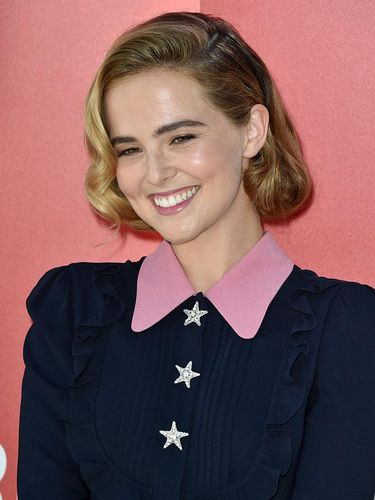 VENICE, ITALY - SEPTEMBER 01:  Zoey Deutch attends a photocall for 'Women's Tales' during the 73rd Venice Film Festival at  on September 1, 2016 in Venice, Italy.  (Photo by Pascal Le Segretain/Getty Images)