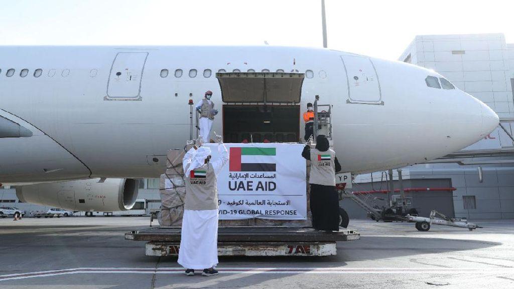 Pertama Kali, Uni Emirat Arab Terbang ke Israel Antarkan Bantuan Palestina