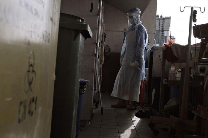 Ramadhan menjadi bulan yang paling ditunggu umat muslim di dunia. Namun Ramadhan tahun ini para petugas medis harus melaluinya di rumah sakit akibat pandemi Corona.
