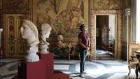 Menyesal, Turis Ini Kembalikan Batu Marmer Museum Roma yang Dicurinya