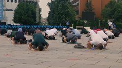 Protes Masjid Masih Ditutup, Umat Islam di Kosovo Salat di Lapangan