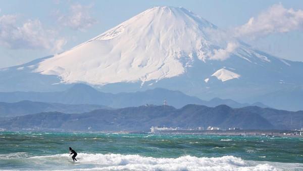Sejauh ini, berdasarkan data Corona dari Universitas Johns Hopkins, Jepang sudah mengkonfrimasi sebanyak 16.285 kasus Corona, 11.153 orang sembuh dan 744 orang meninggal. Atsushi Tomura/Getty Images.