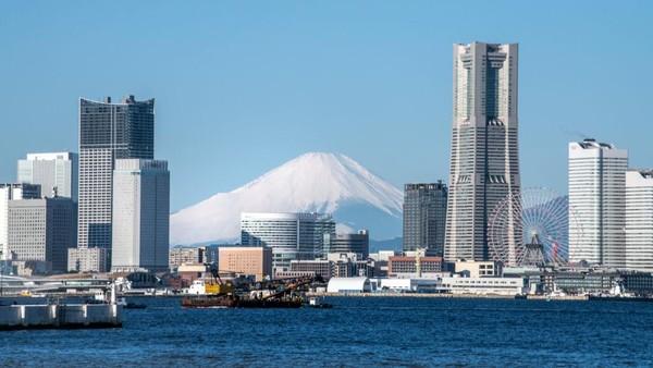 Otoritas prefektur Shizuoka mengumumkan bahwa sebanyak tiga dari empat rute pendakian utama Gunung Fuji akan ditutup. Clive Rose/Getty Images.