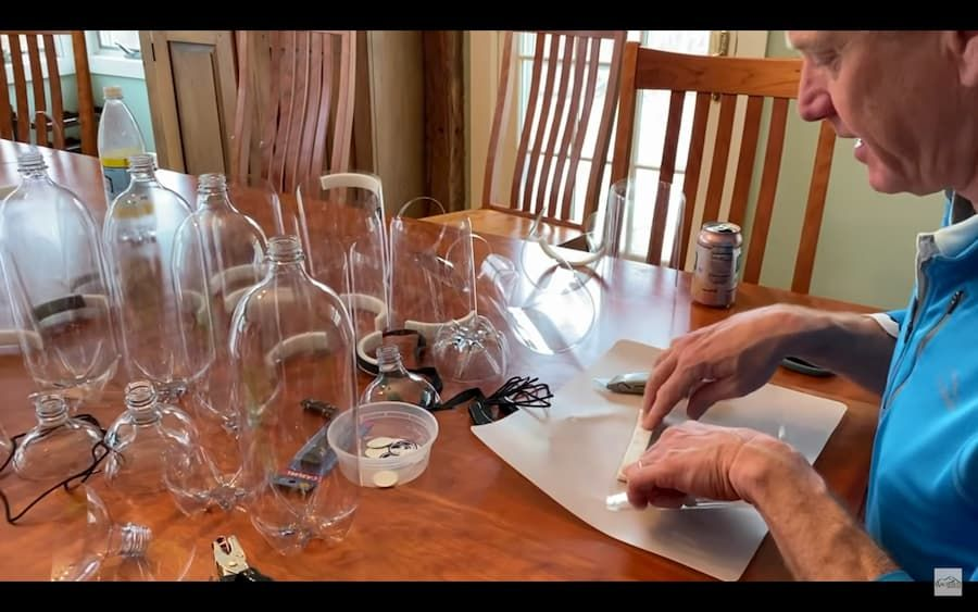 Face shield dari botol minuman plastik