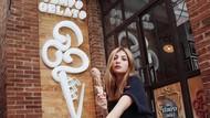 Viral Lelang Keperawanan, Ini Sarah Keihl Saat Cicip Es Krim dan Smoothie Bowl