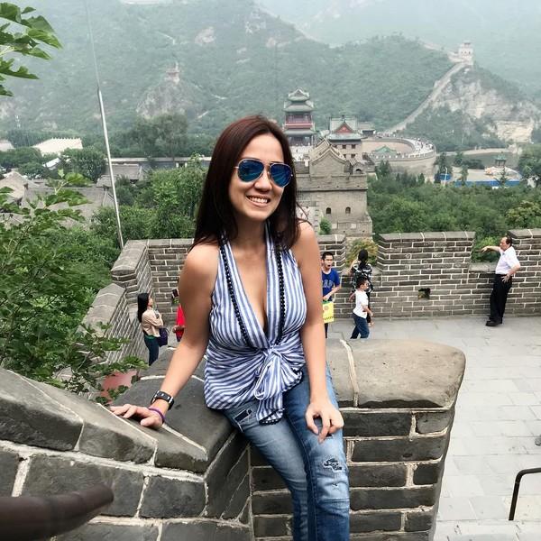 Liburan ke China belum sah kalau belum ke Tembok Besar China. Wah, keren! (Instagram/@himynameisernie)