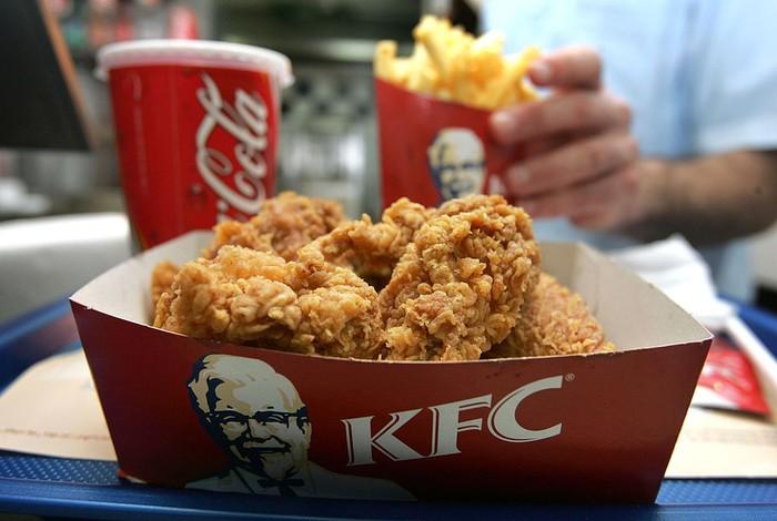 Pandemi COVID-19 membuat 115 gerai KFC tutup sementara. Berkaitan dengan itu, PT Fast Food Indonesia Tbk (FAST) selaku pemegang merek makanan cepat saji itu merumahkan 4.988 karyawannya.