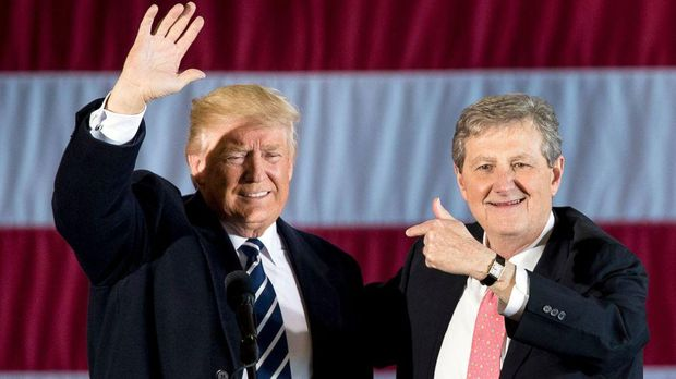 Donald Trump dan John Kennedy, December 2016 (Andrew Harnik/AP)
