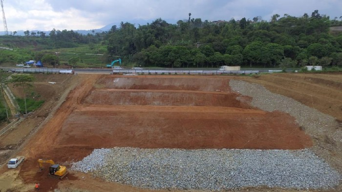 Tebing Tol Cipularang Km 118 yang longsor selesai diperbaiki.