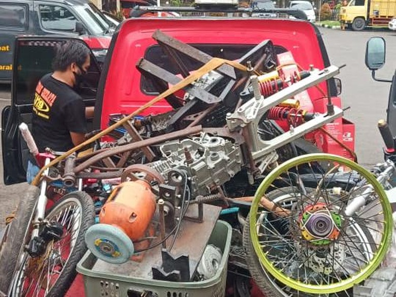 Motor yang digunakan balapan liar di Serpong