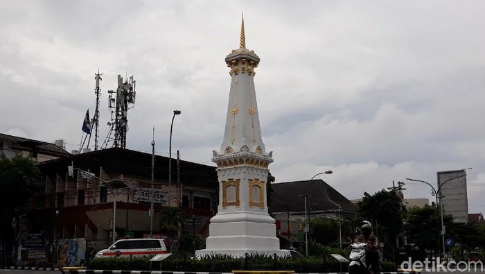 Selain Malioboro dan Titik Nol Kilometer, Tugu Pal Putih Yogyakarta menjadi salah satu tempat yang wajib dikunjungi oleh para wisatawan.