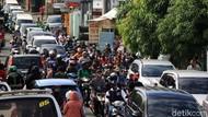 Masa PSBB, Kemacetan Terlihat di Depan Pasar Ceger Tangsel