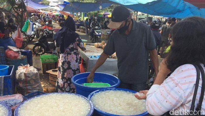 Begini suasana penjual kolang-kaling di kawasan Pasar Anyar, Kota Tangerang.