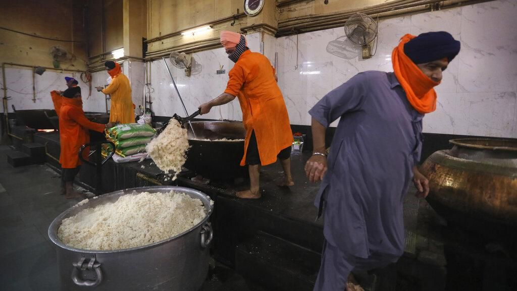 Dapur Umum Corona di Delhi Sanggup Masak 100 Ribu Makanan Per Hari
