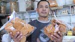 Penjual Oleh-oleh Bandung Bertahan di Tengah Pandemi Corona