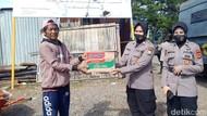 Terdampak Corona, Pemulung-Warga Kena PHK di Makassar Terima Bantuan Sembako