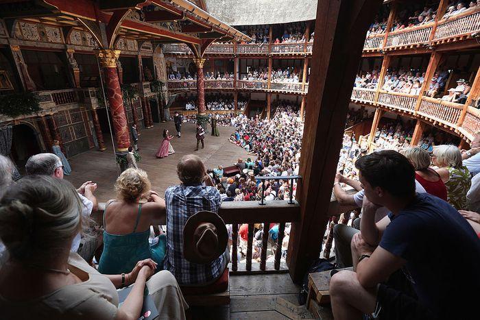 Teater bersejarah dunia karya William Shakespeare harus menghadapi kenyataan untuk ditutup permanen akibat penguncian wilayah dampak pandemi virus Corona.