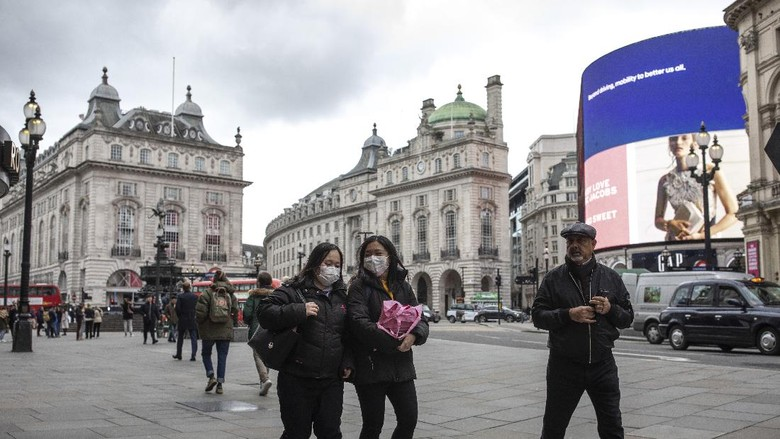 LONDON, ENGLAND - MARCH 13: A quiet Piccadilly Circus on March 13, 2020 in London, England. The Prime Minister announced the UK is entering the
