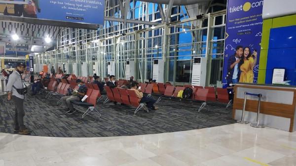 Foto: Istimewa Bandara Sultan Hasanuddin di Makassar menjadi salah satu bandara termegah di Indonesia. Bandara ini memiliki desain yang mirip dengan kapal pinisi atau kapal tradisional Sulawesi Selatan.Dengan kapasitas mencapai 7 juta orang per tahun, Bandara ini juga ditetapkan menjadi Bandara terbesar di Indonesia.
