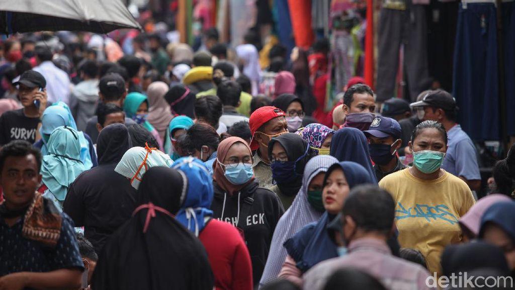 Kasatpol PP DKI Akui Pasar Ramai Jelang Idul Fitri: Kami Halau Pedagang