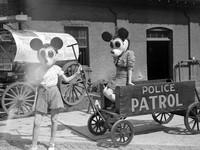 potret mickey mouse seram
