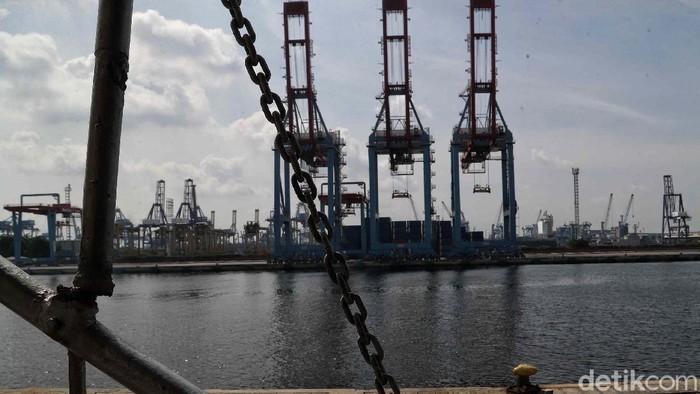 Begini suasana di terminal penumpang Pelabuhan Tanjung Priok, Jakarta, Jumat (22/5). Memasuki H-2 Lebaran, kawasan Pelabuhan Tanjung Priok sepi dari pemudik.