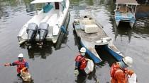 Dibersihkan Pertamina, Ini Penyebab Tumpahan Minyak di Pantai Makassar
