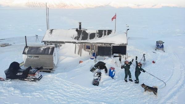 Selama berada di Basembu, keduanya telah mengumpulkan berbagai data. Ada data cuaca dan satwa liar, pemantauan awan, es laut, dan organisme untuk lembaga internasional seperti Institut Kutub Norwegia dan NASA