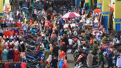 Ingar Bingar di Pasar Meski Ada Pembatasan Sosial Berskala Besar