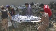 Video Penampakan Pesawat Jatuh di Permukiman Karachi, Tinggal Puing