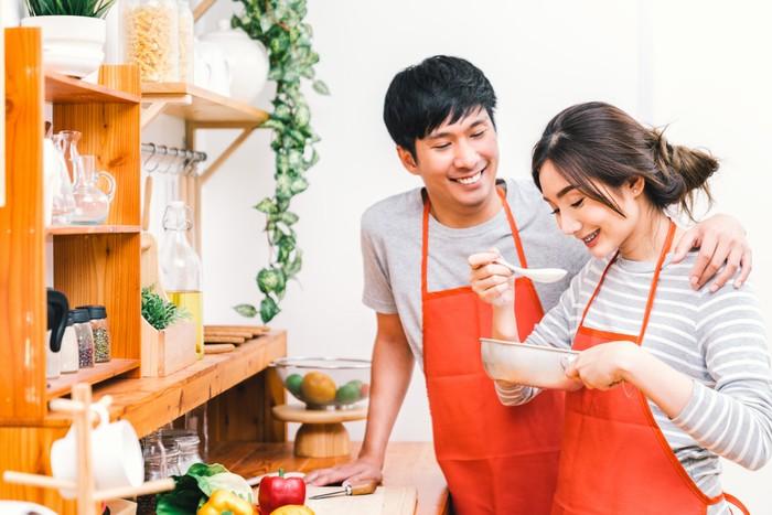 suami istri masak