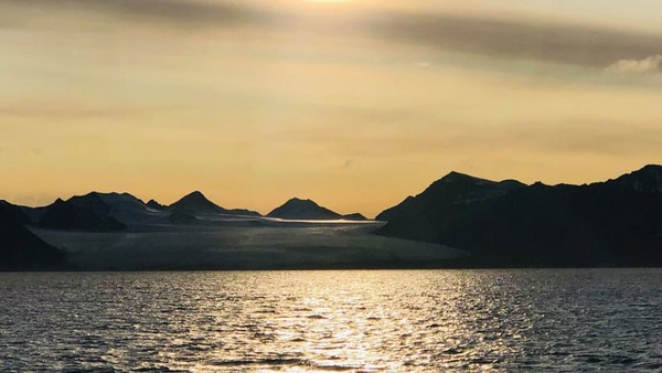 Tujuan utama mereka adalah mendorong kepekaan terhadap perubahan iklim di wilayah kutub. Setelah menghabiskan hampir sembilan bulan untuk mengumpulkan data dan sampel untuk para peneliti di daerah terpencil Basembu, tetangga terdekatnya sejauh 140 kilometer, mereka dijadwalkan pulang
