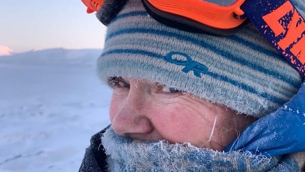 Saat ini, kapal wisata tidak dapat melakukan perjalanan ke Svalbard yang berada di tengah-tengah antara Norwegia dan Kutub Utara karena pembatasan perjalanan global. Itu juga berefek pada lebih sedikit sampel data yang sedang dikumpulkan dua penjelajah itu