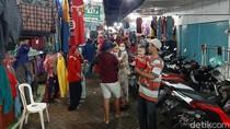 Pasar Kota Probolinggo Ramai Jelang Lebaran, Physical Distancing Tetap Terjaga