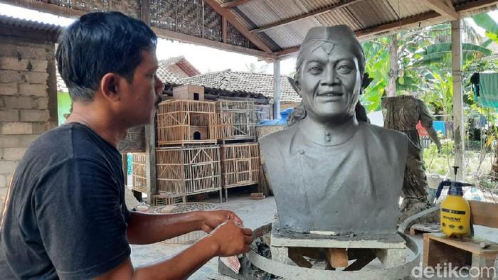 Fans Didi Kempot di Bantul bikin patung fiberglass idolanya