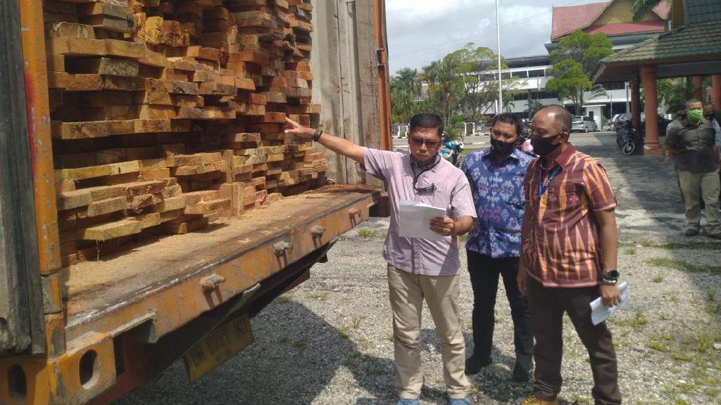 Polda Riau Amankan Kayu Ilegal dari Suaka Margasatwa Rimbang Baling