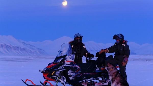 Strom dan Sorby menghabiskan dua tahun perencanaan proyek yang dikenal dengan nama Hearts in the ice. Itu membuat mereka menjadi wanita pertama dalam sejarah yang mengalami musim dingin di Kutub Utara tanpa anggota tim pria