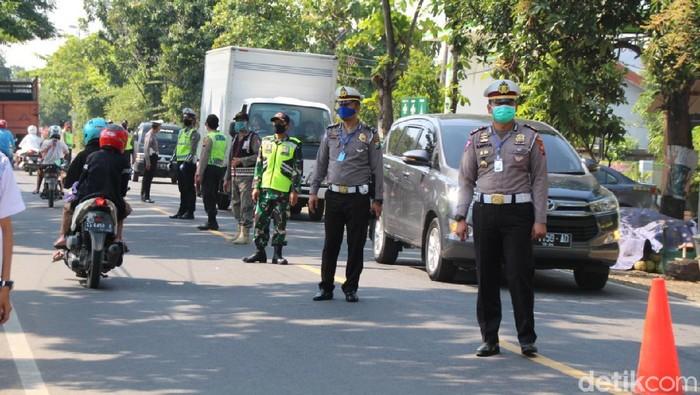 H-2 Lebaran, Polres Bojonegoro memperketat penjagaan di perbatasan Jatim-Jateng. Salah satunya di di pos check point Padangan.
